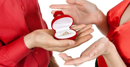 Holiday Engagement? Here Are Your First 6 Wedding Planning Steps