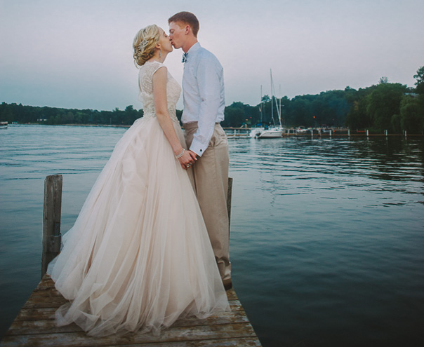 Taking wedding photos on a dock is one of the most popular Minnesota wedding traditions