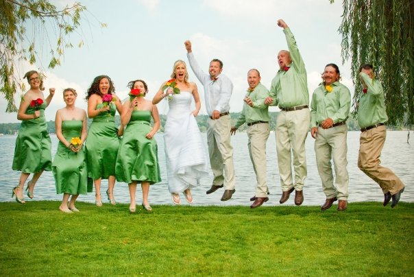 Lakeside photo ops are a Minnesota wedding tradition