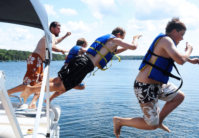 Top 10 things to do in Brainerd MN this summer is pontooning on Gull Lake at Cragun's