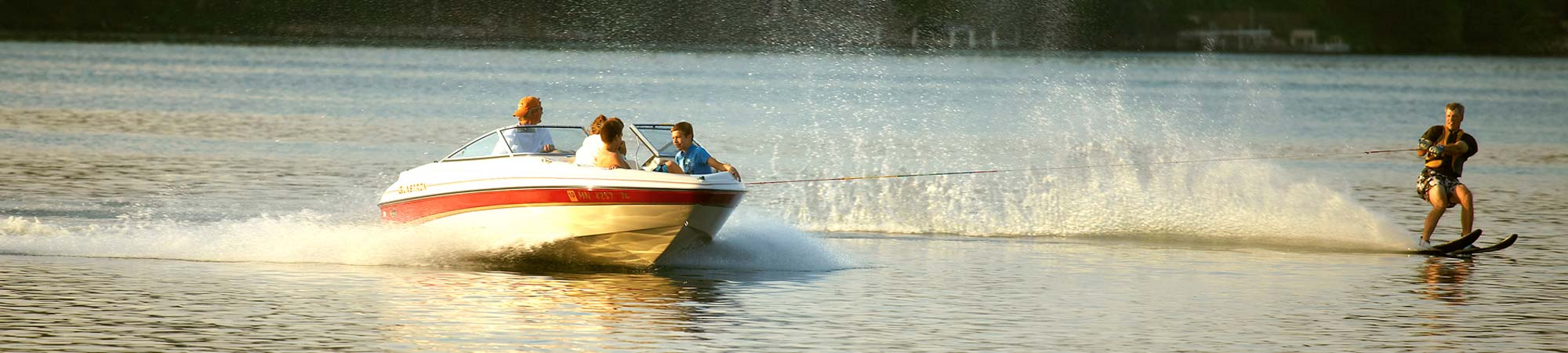 slide-activities-Waterski_2000x450