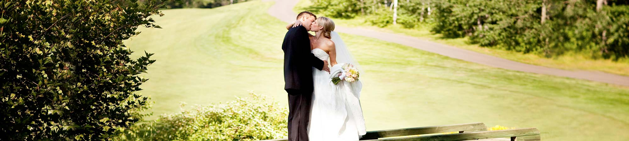 slide-wedding_legacy_kiss_2000x450