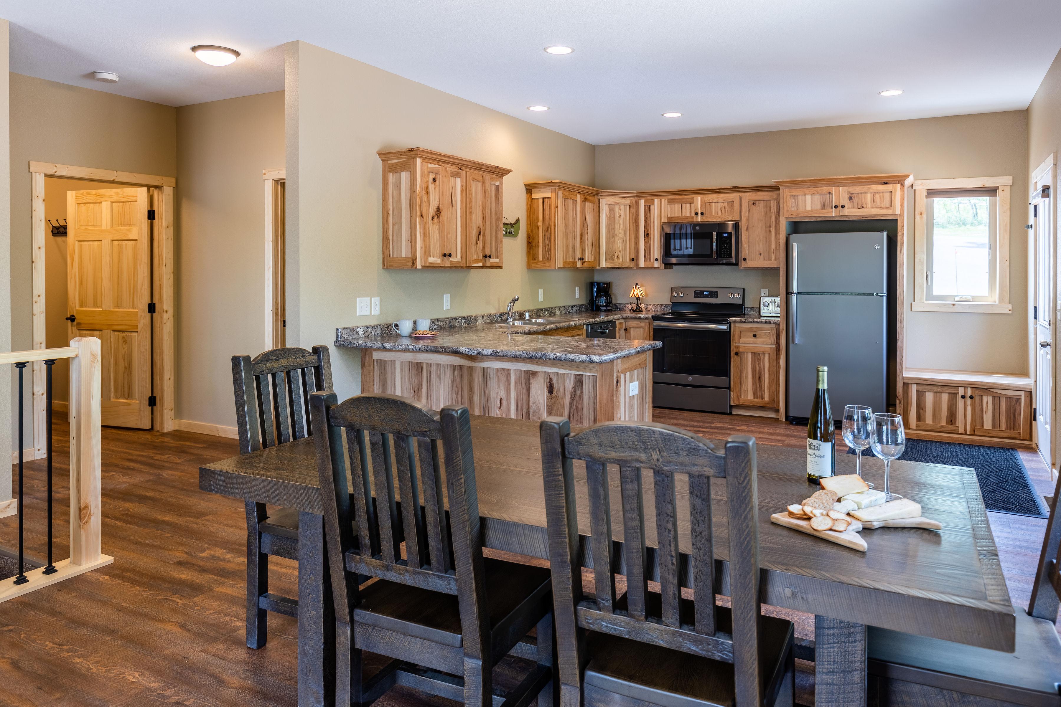 112_dining_kitchen